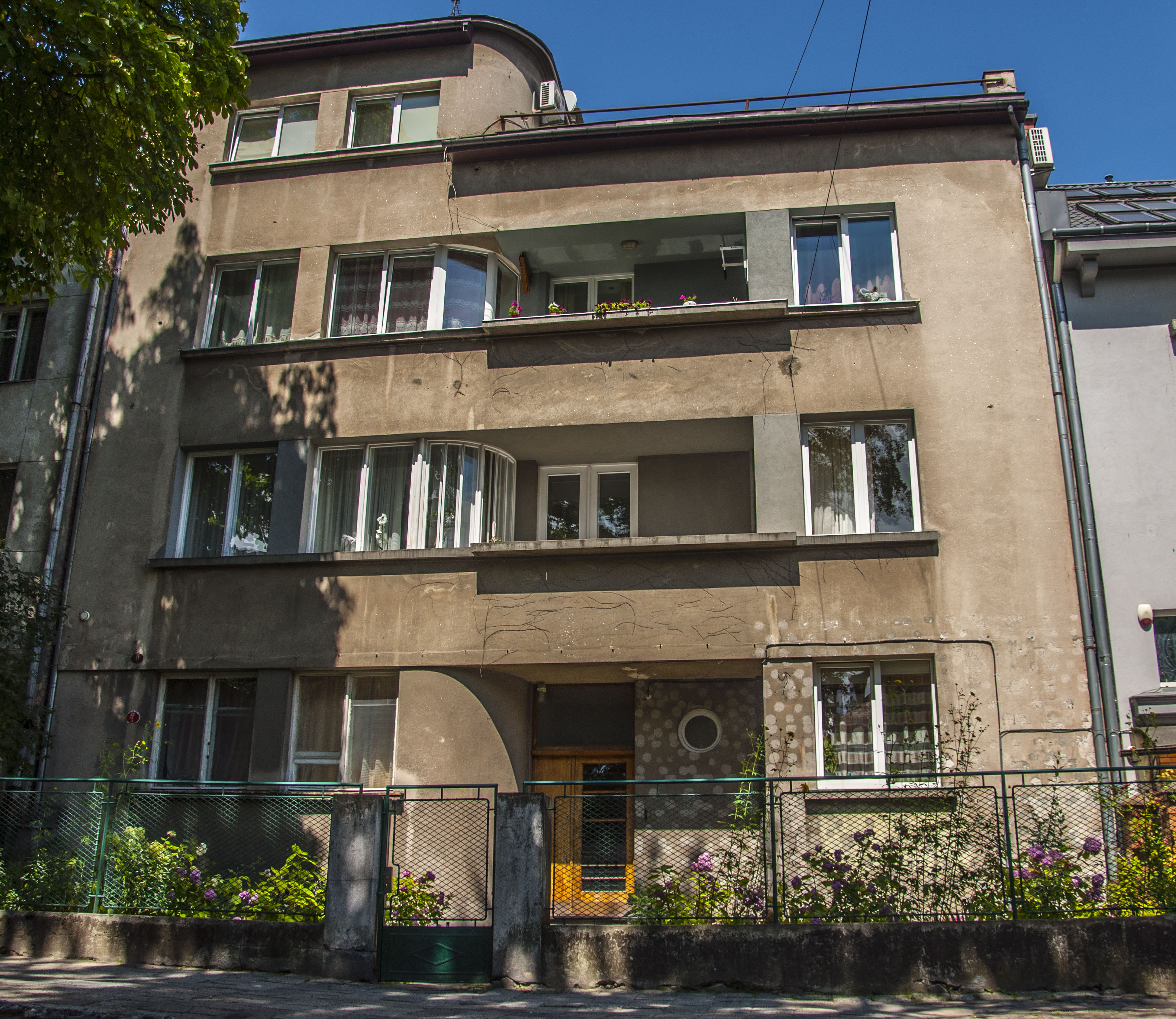 Житловий будинок на вул. Котляревського, 32, функціоналізм, фото М. Ляхович