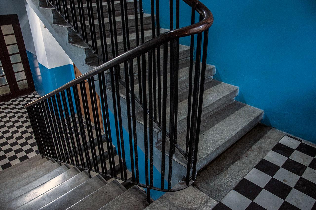 будинок на вул. Переяславській, 18 (на фото видно автентичний декор сходів)