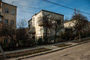 будинки в околиці ландшафтного парку «Знесіння»