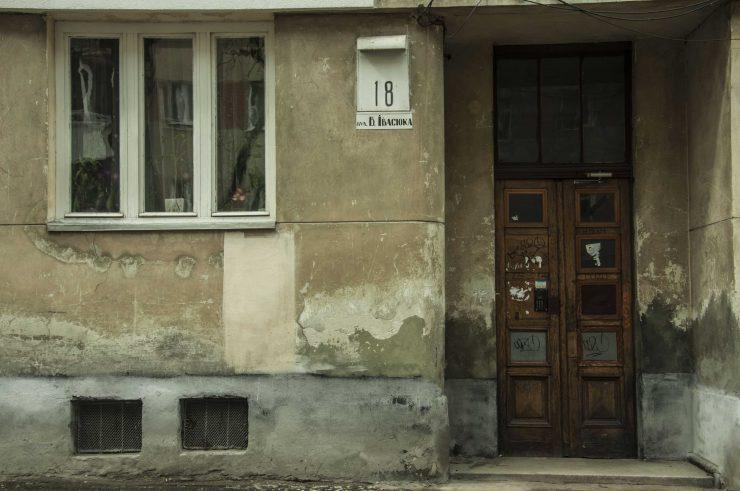 вул. Івасюка, 18