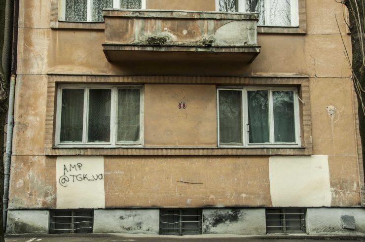вул. Івасюка, 12