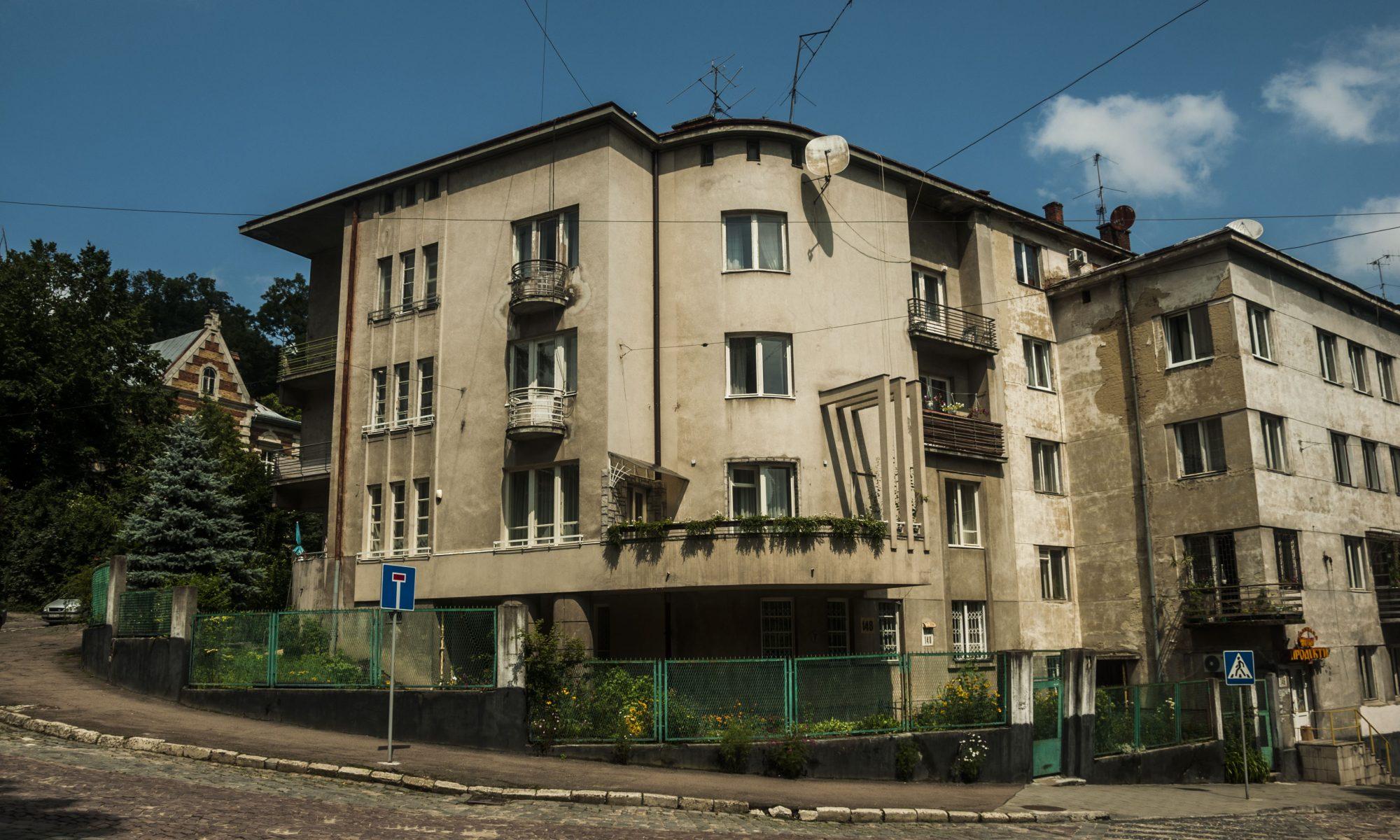 вул. І. Франка, 148
