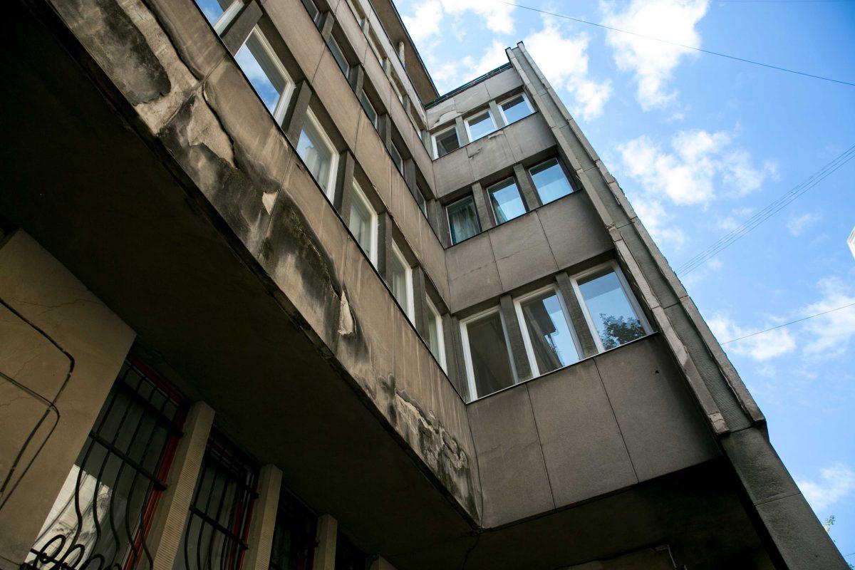 Зразковий модерністиний будинок на вул. Герцена. З фасаду та в помешканні