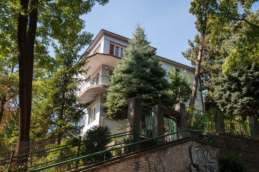 Будинок на вулиці Тютюнників, 6, функціоналізм, фото М. Ляхович