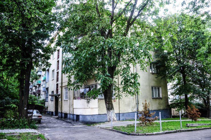 вул. Карпатська, 15