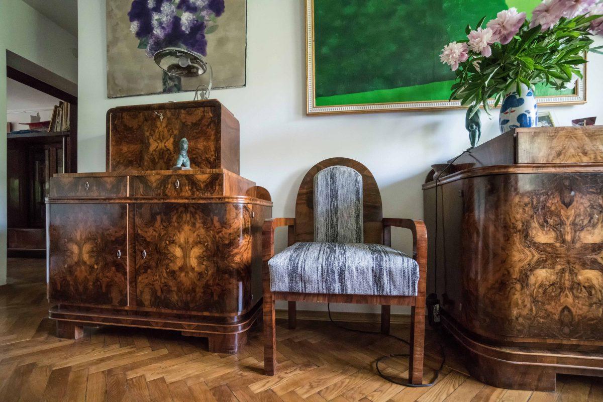 Зблизька на меблі ар деко з засновником першої львівської галереї сучасного мистецтва